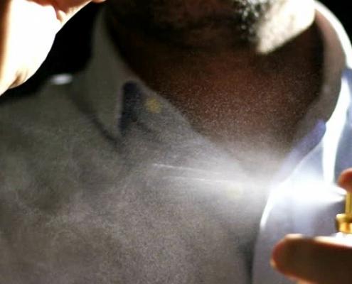 Como passar perfume masculino